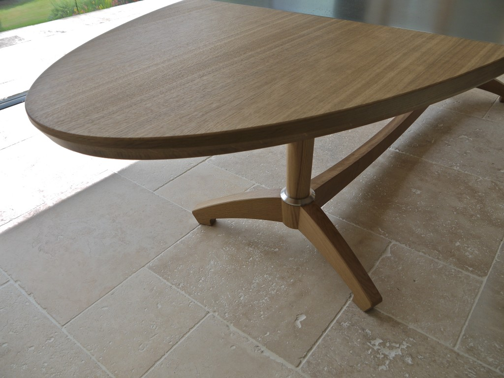 Oval Dining Table end